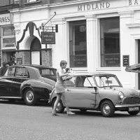 Mini on King's Road