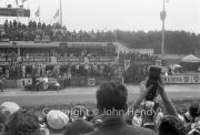 Aston Martin pit stop - #6 Aston Martin DBR1/300 (Maurice Trintignant and Paul Frère)
