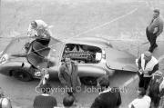 Aston Martin pit stop #4, still problems Aston Martin DBR1/300 (Roy Salvadori and Tony Maggs)