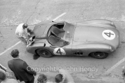 Aston Martin pit stop, suspicious leak under the rear, #4 Aston Martin DBR1/300 (Roy Salvadori and Tony Maggs)