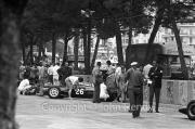 Formula 1 - #26 Lola-Climax MK 4 (Roy Salvadori) in the pits