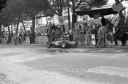 Formula 1 - #40 Ferrari 156 (Willy Mairesse) in the pits