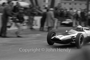 Formula 1 - #14 Cooper-Climax T60 (Bruce McLaren) passing the pits