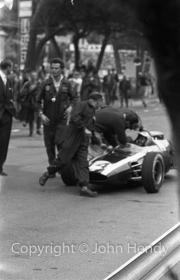 Formula 1 - #14 Cooper-Climax T14 (Bruce McLaren) after winning