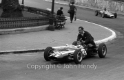 Formula Junior #122 Cooper T59 - BMC (Peter Procter) giving a backie
