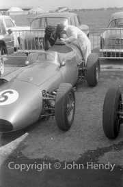 Formula 1 - #6 Aston Martin DBR4/250 (Roy Salvadori) - Miss Harris fixing numbers