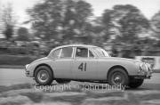 Touring cars - #41 Jaguar Mk2 3781cc (Roy Salvadori)