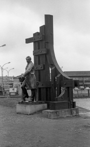 Frederick Sauvage statue