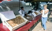 Benodet Market - cakes