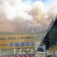 Smoke from forest fires over the autoroute
