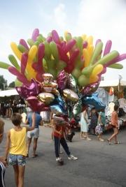Bibione market - balloon seller
