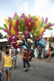Bibione market - balloon seller