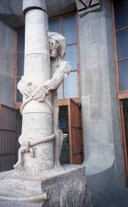 Column sculpture